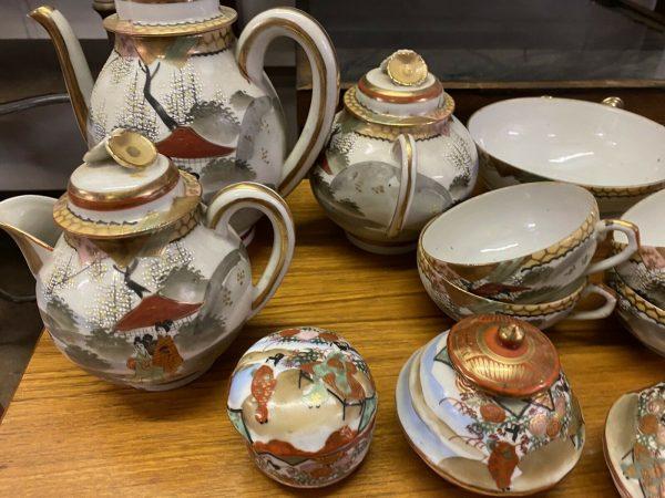 Extensive-Chinese-Teaset-Vintage-Gold-Embellished-265001241605-2