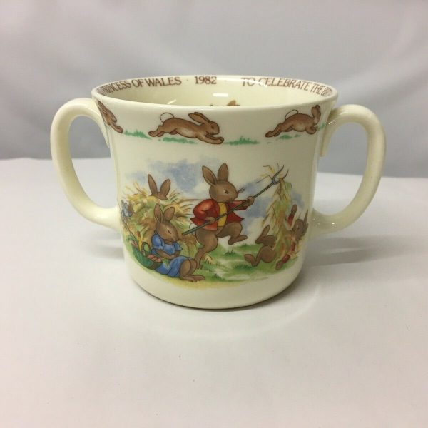 1982-Bunnykins-Commemorative-Loving-Cup-For-The-Birth-Of-Prince-William-383435046718